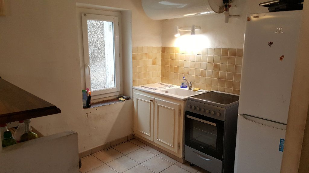 Appartement à louer 3 46m2 à Aups vignette-4