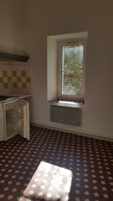 Appartement à louer 2 31.65m2 à Salernes vignette-1