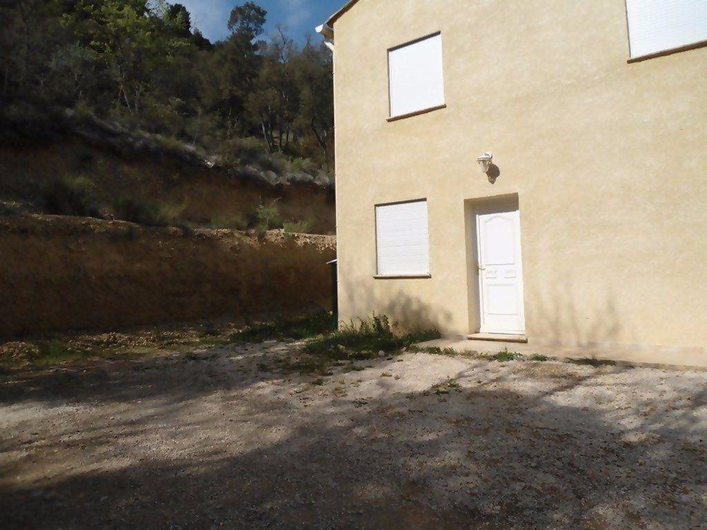 Appartement à louer 4 80m2 à Allemagne-en-Provence vignette-2