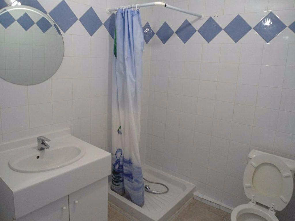 Appartement à louer 3 64m2 à Riez vignette-8
