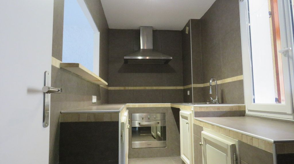 Appartement à louer 3 65m2 à Riez vignette-2