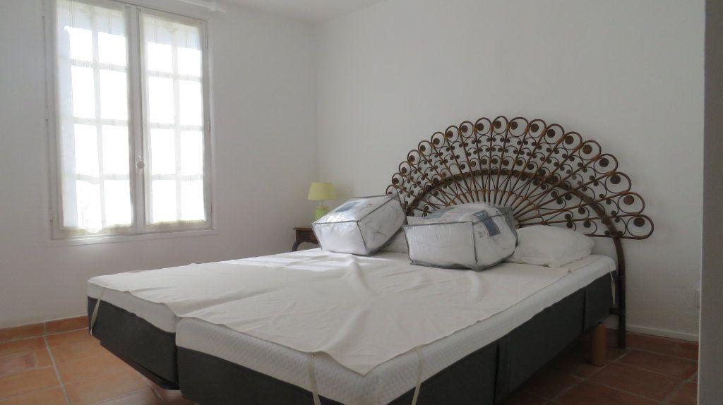 Appartement à louer 3 108m2 à Sainte-Croix-du-Verdon vignette-3