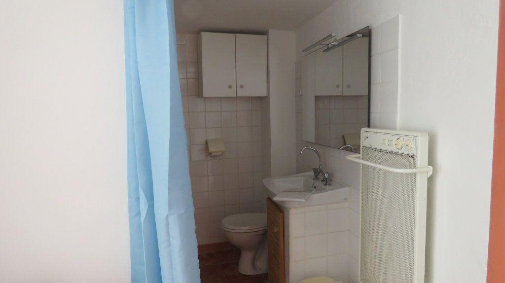 Appartement à louer 3 108m2 à Sainte-Croix-du-Verdon vignette-4