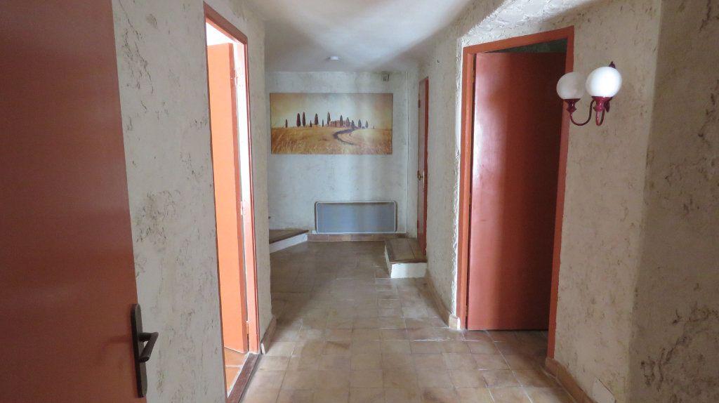 Appartement à louer 3 108m2 à Sainte-Croix-du-Verdon vignette-5