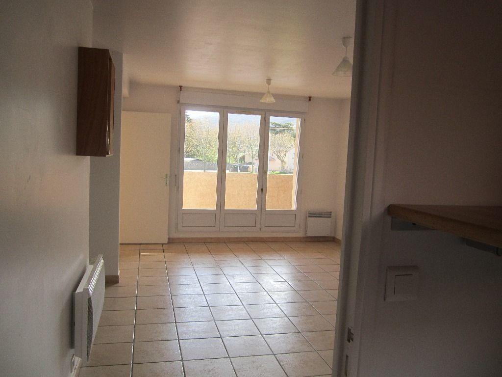Appartement à louer 3 47m2 à Peipin vignette-1