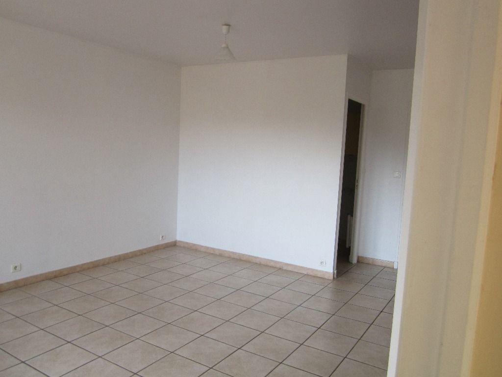 Appartement à louer 3 47m2 à Peipin vignette-2