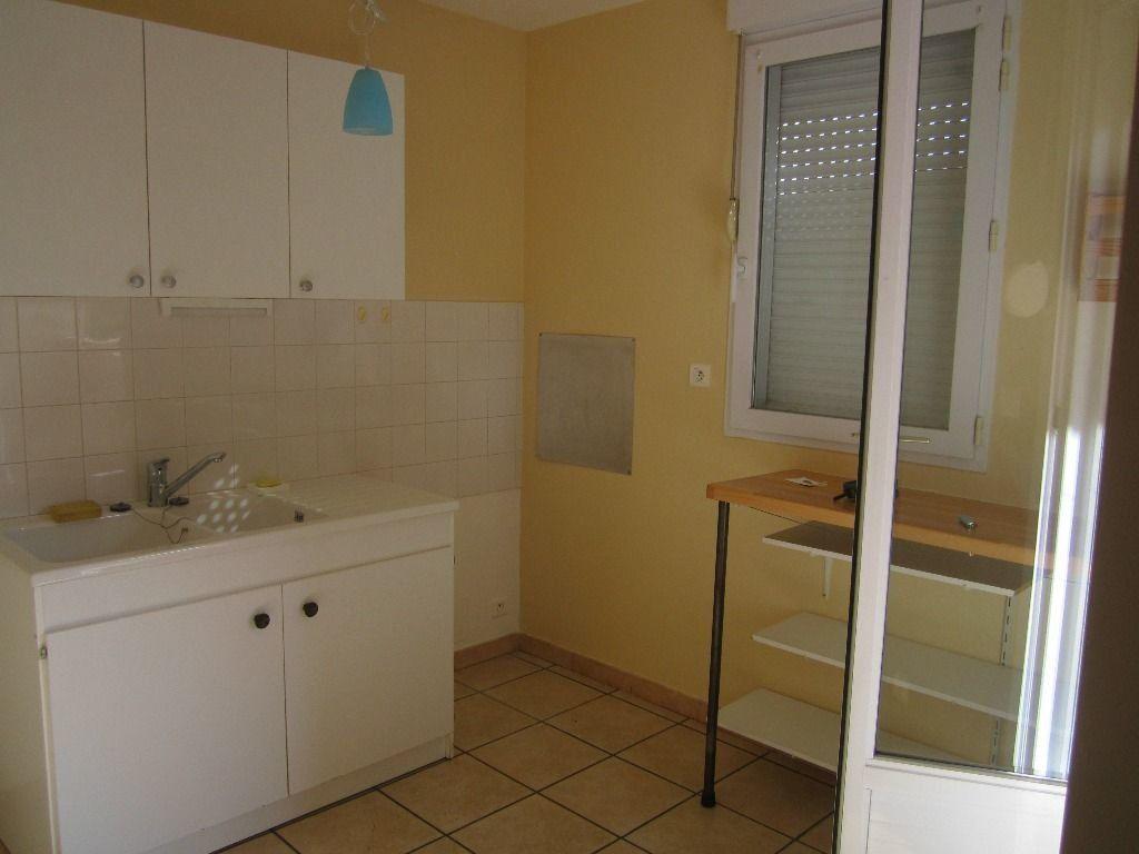 Appartement à louer 3 47m2 à Peipin vignette-4