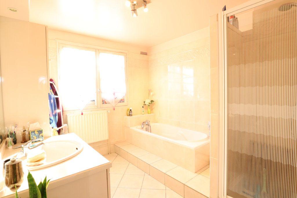 Maison à vendre 7 147m2 à Tremblay-en-France vignette-7