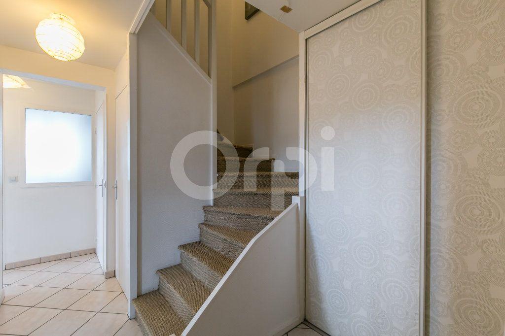 Appartement à vendre 5 114m2 à Champs-sur-Marne vignette-6