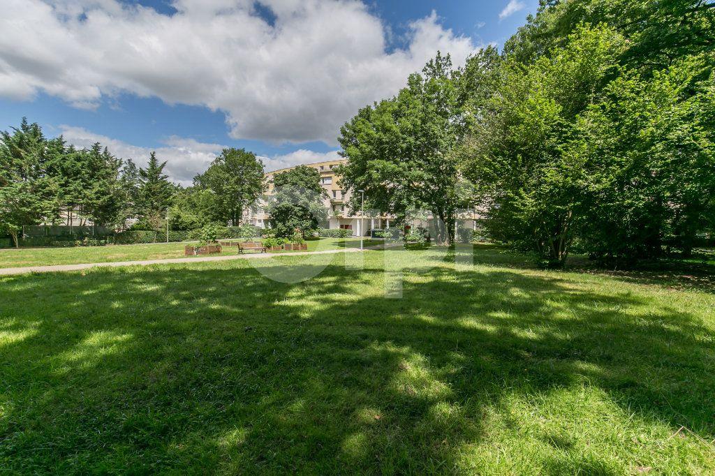 Appartement à vendre 5 114m2 à Champs-sur-Marne vignette-14