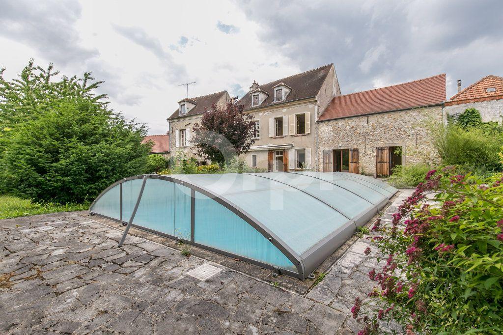 Maison à vendre 10 254m2 à Croissy-Beaubourg vignette-1