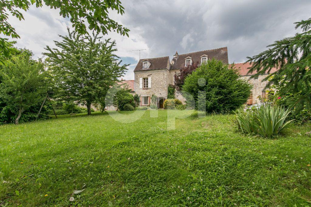 Maison à vendre 10 254m2 à Croissy-Beaubourg vignette-2