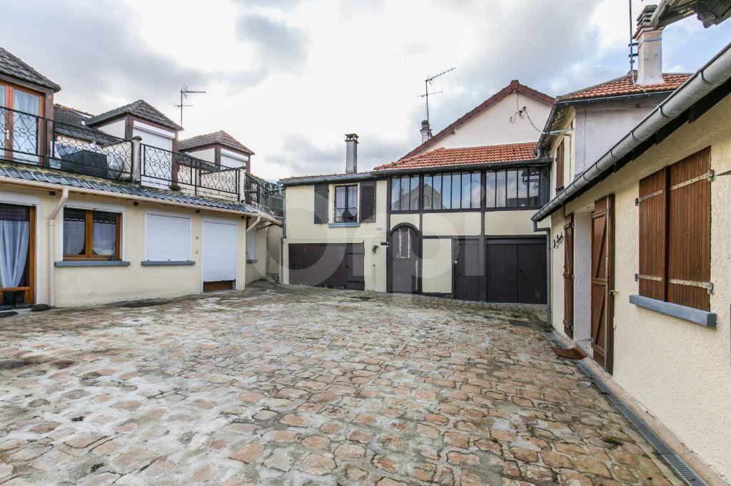 Appartement à vendre 3 57.11m2 à Ferrières-en-Brie vignette-1