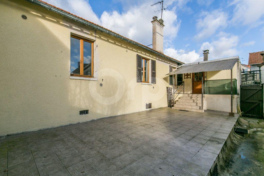 Appartement à vendre 3 57.11m2 à Ferrières-en-Brie vignette-2