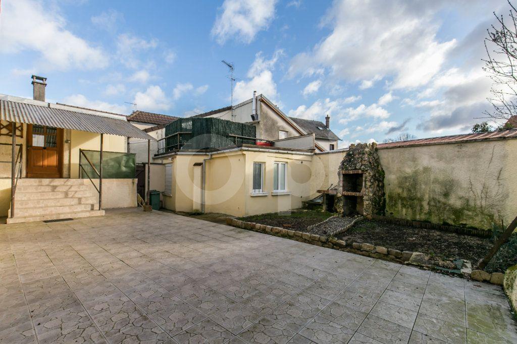 Appartement à vendre 3 57.11m2 à Ferrières-en-Brie vignette-3