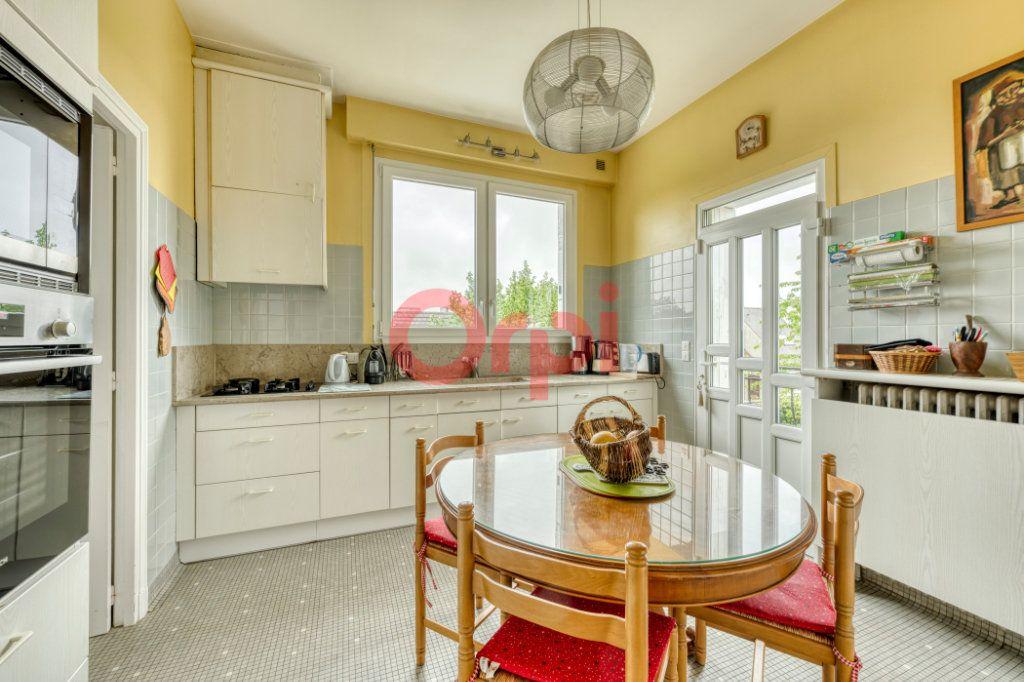 Maison à vendre 8 200m2 à Lagny-sur-Marne vignette-4