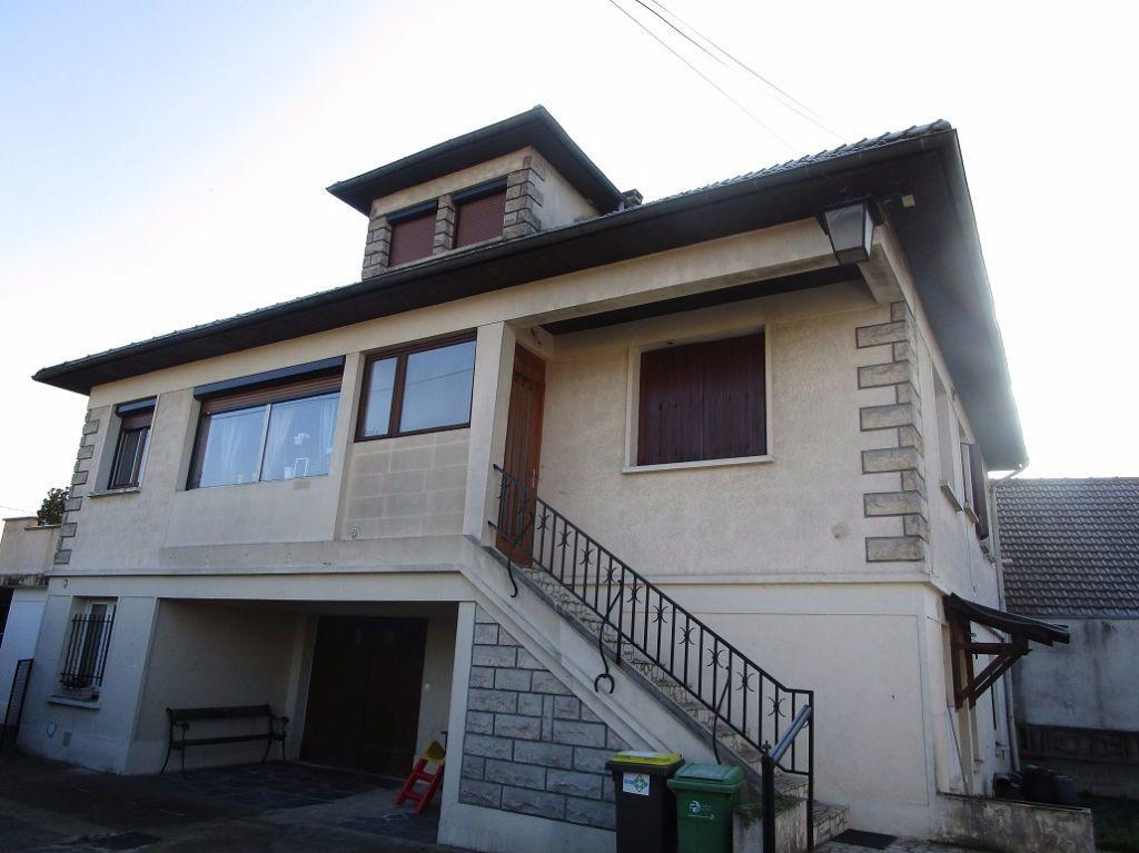 Immeuble à vendre 0 290m2 à Ozoir-la-Ferrière vignette-1