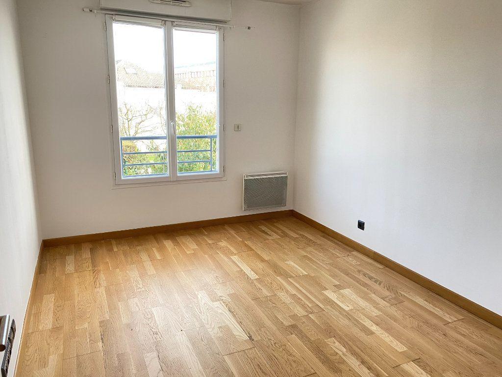 Appartement à vendre 3 68.47m2 à Pontault-Combault vignette-4