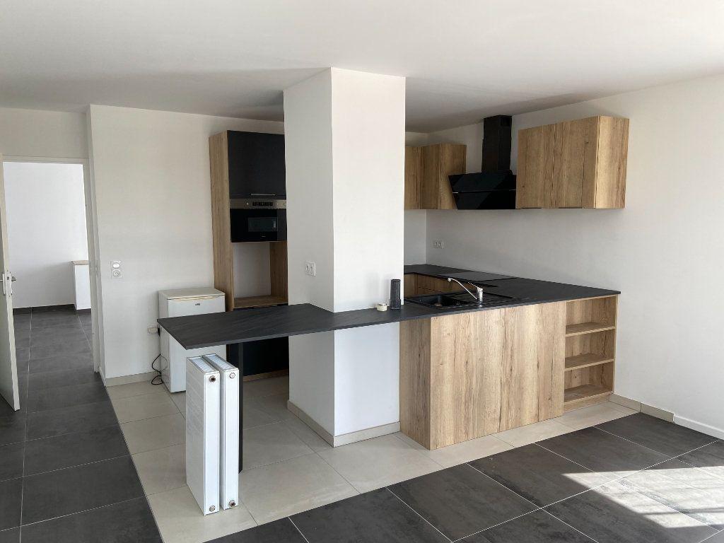 Appartement à louer 4 92.66m2 à Pontault-Combault vignette-2