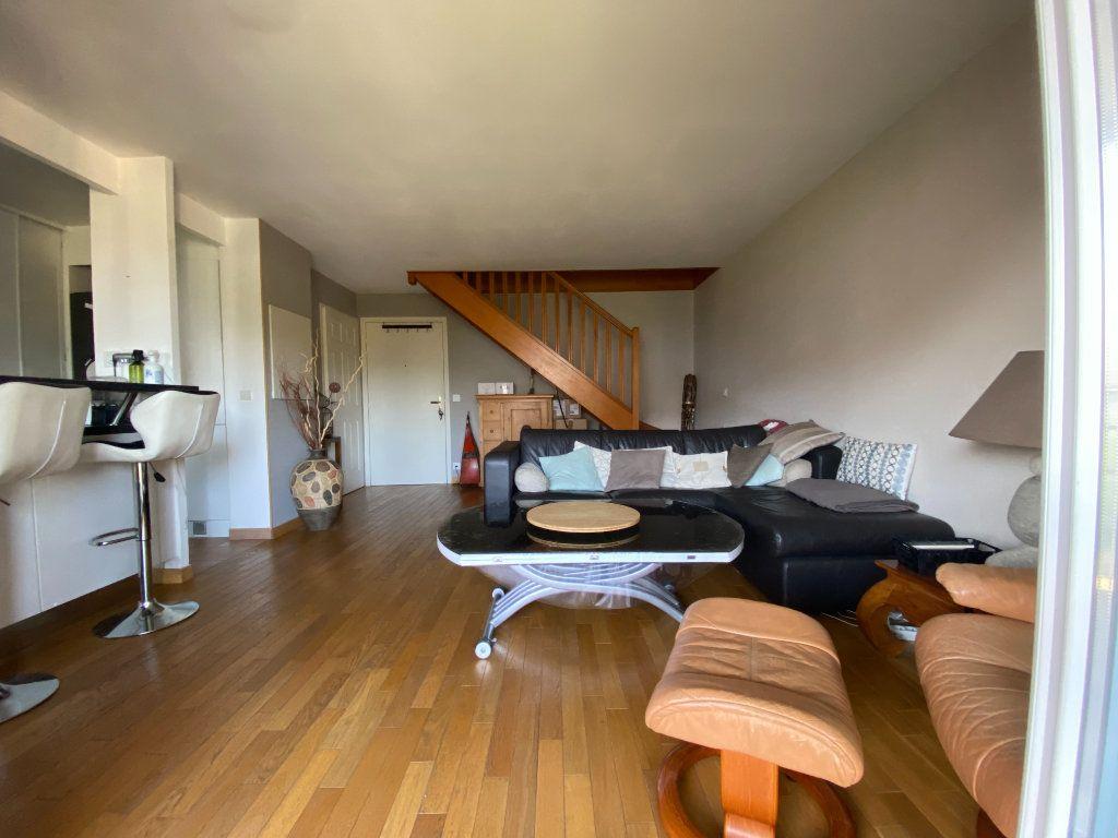 Appartement à louer 3 69.5m2 à Émerainville vignette-1