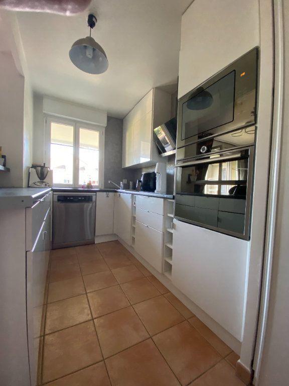 Appartement à louer 3 69.5m2 à Émerainville vignette-2