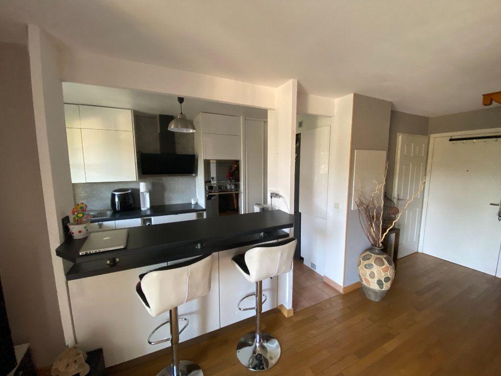 Appartement à louer 3 69.5m2 à Émerainville vignette-3