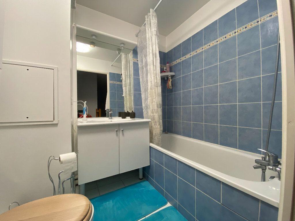 Appartement à louer 3 69.5m2 à Émerainville vignette-5