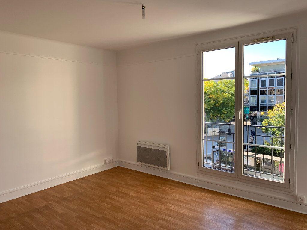 Appartement à louer 2 40.38m2 à La Varenne - Saint-Maur-des-Fossés vignette-3