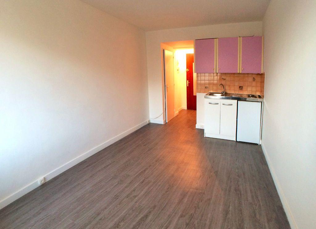 Appartement à louer 1 19m2 à Saint-Maur-des-Fossés vignette-3
