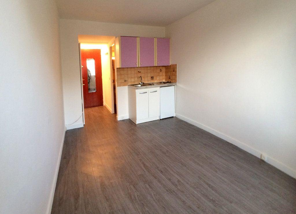 Appartement à louer 1 19m2 à Saint-Maur-des-Fossés vignette-6