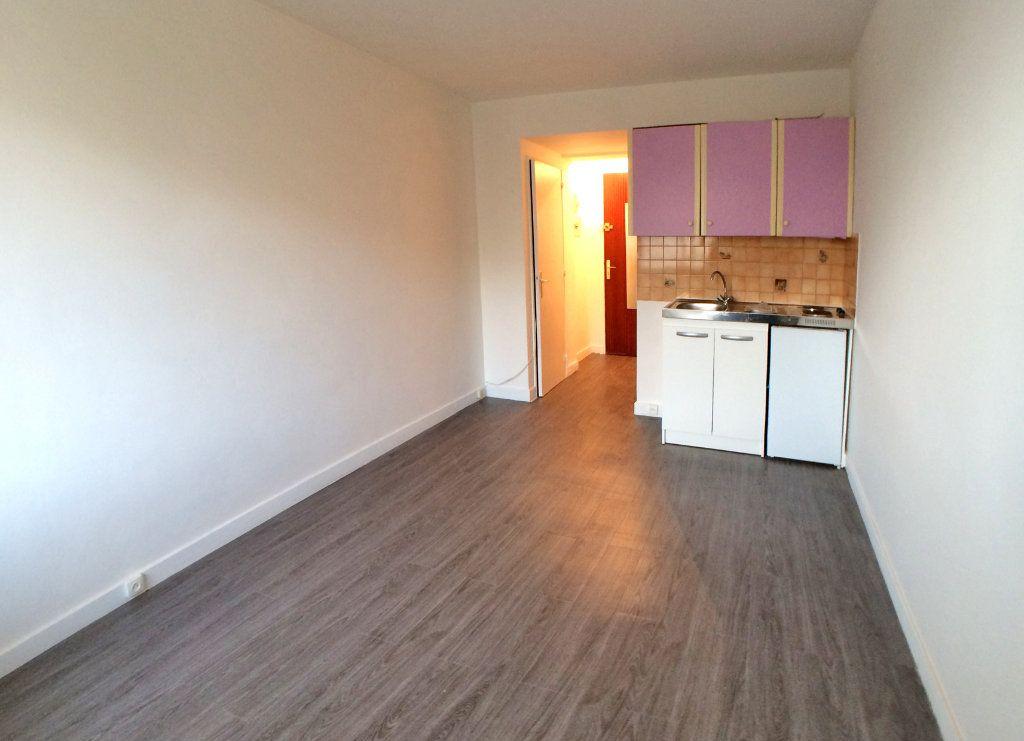 Appartement à louer 1 19m2 à Saint-Maur-des-Fossés vignette-7
