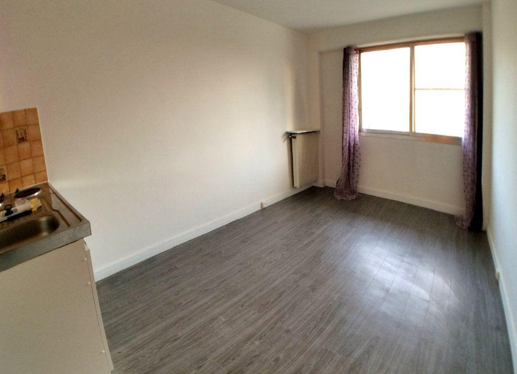 Appartement à louer 1 19m2 à Saint-Maur-des-Fossés vignette-8