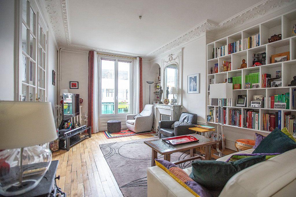 Appartement à vendre 3 67.68m2 à Paris 13 vignette-1