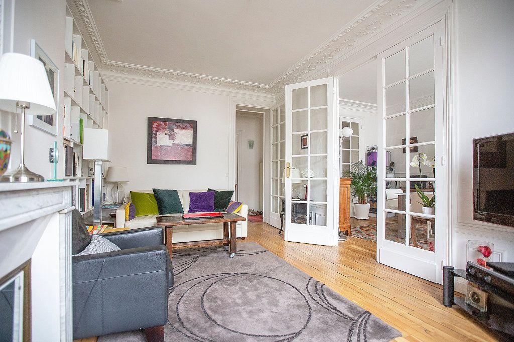 Appartement à vendre 3 67.68m2 à Paris 13 vignette-2