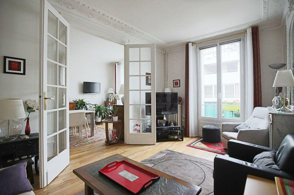 Appartement à vendre 3 67.68m2 à Paris 13 vignette-3
