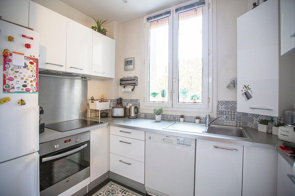 Appartement à vendre 3 67.68m2 à Paris 13 vignette-7