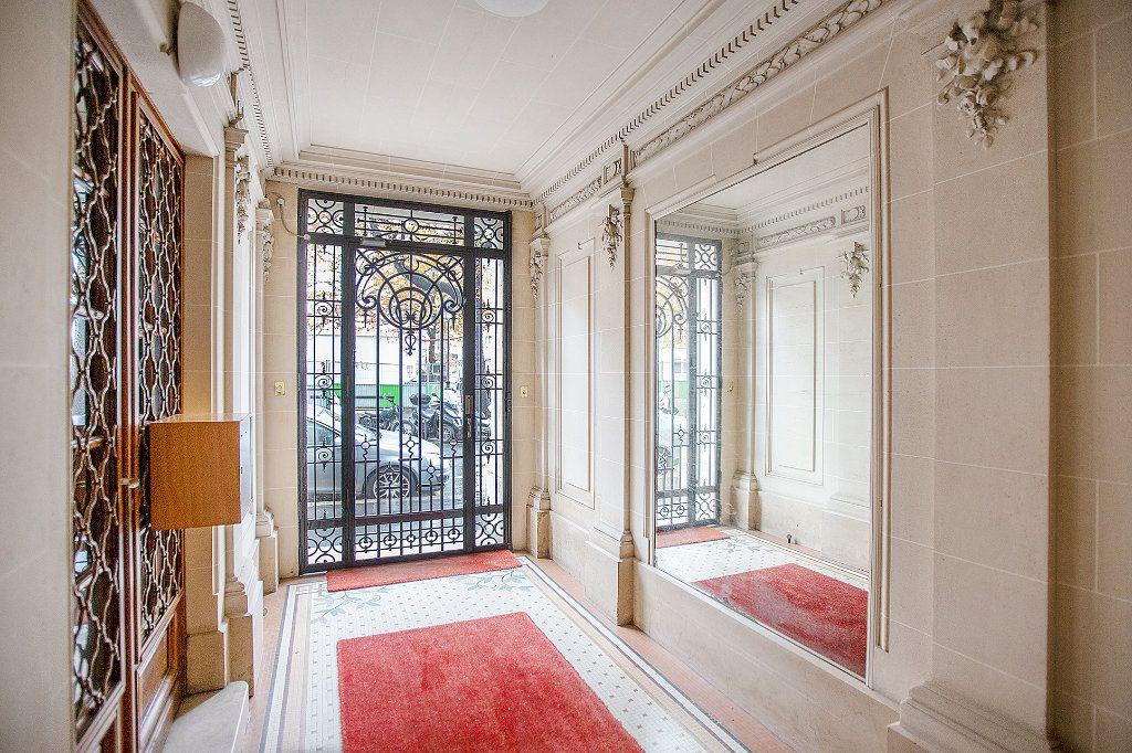 Appartement à vendre 3 67.68m2 à Paris 13 vignette-12