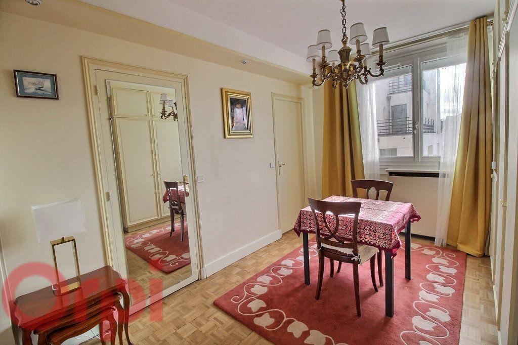 Appartement à louer 3 55m2 à Paris 6 vignette-4