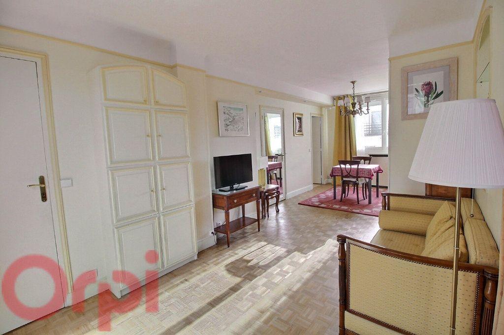 Appartement à louer 3 55m2 à Paris 6 vignette-5