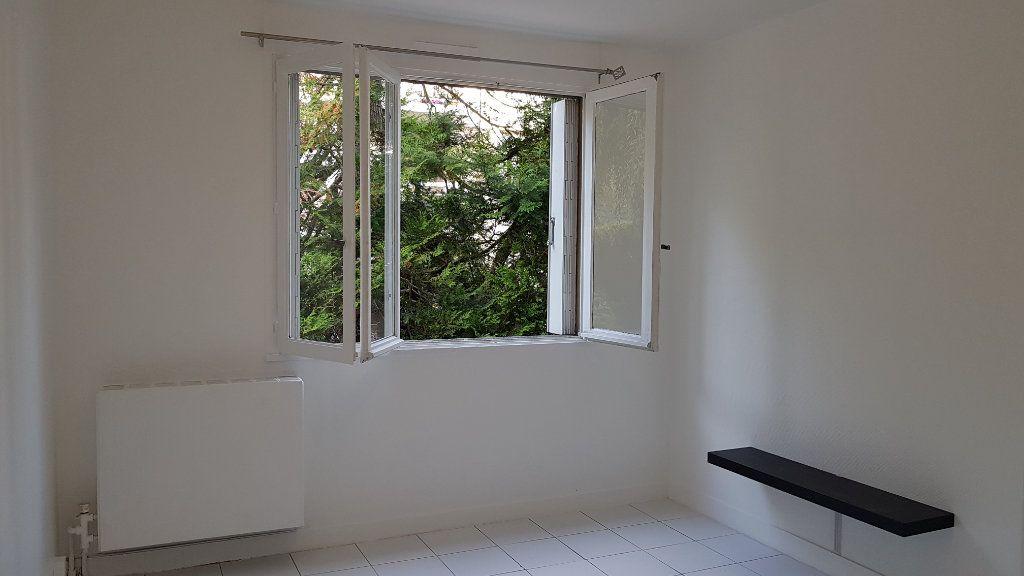 Appartement à louer 1 27.07m2 à Cachan vignette-1