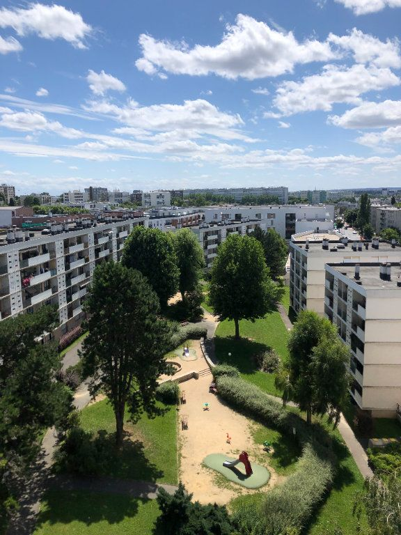 Appartement à louer 4 72.41m2 à Fresnes vignette-2