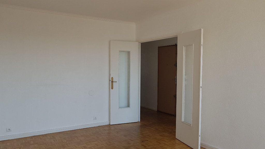 Appartement à louer 4 72.41m2 à Fresnes vignette-9