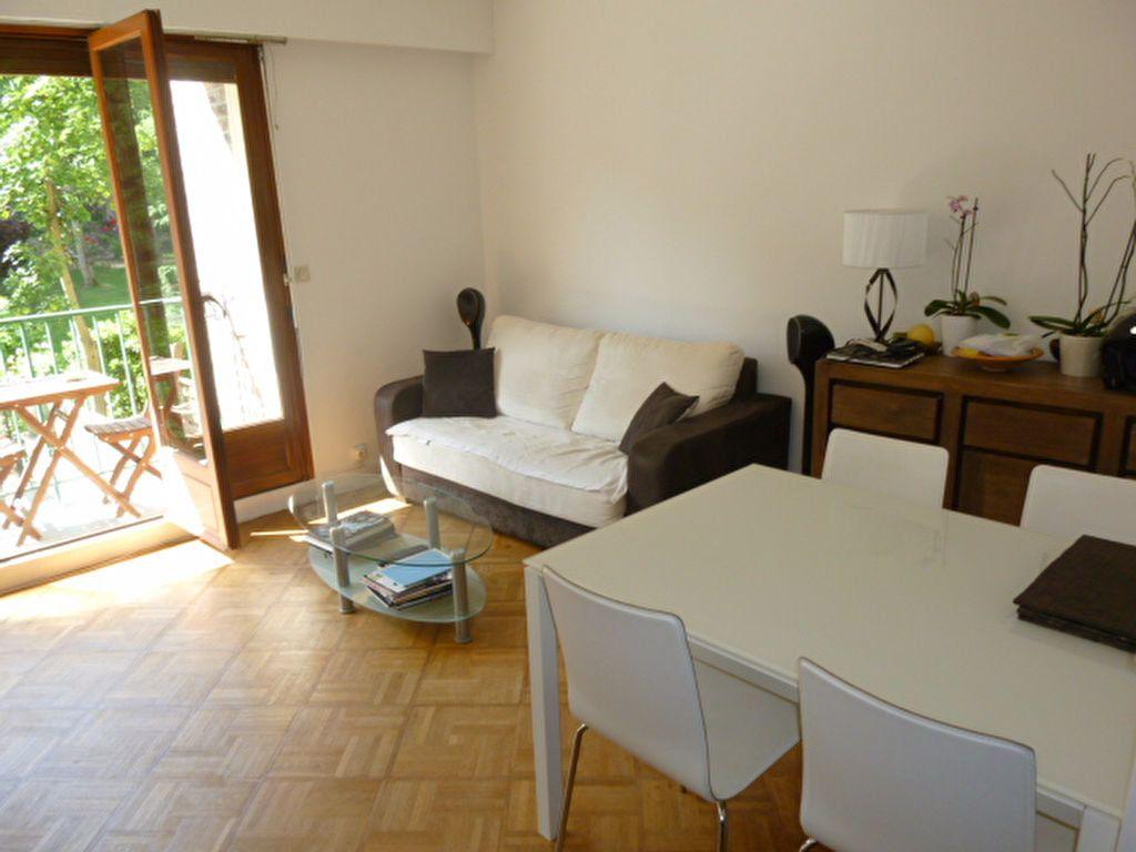 Appartement à louer 2 48.84m2 à Issy-les-Moulineaux vignette-2