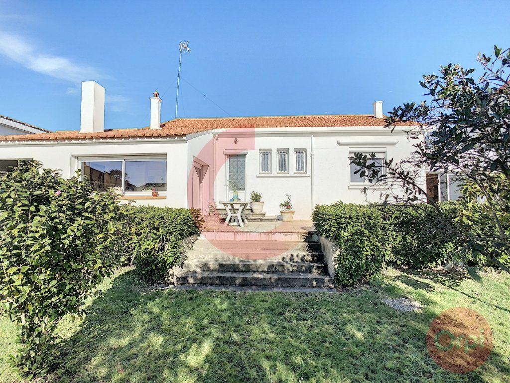 Maison à vendre 3 109m2 à Challans vignette-1