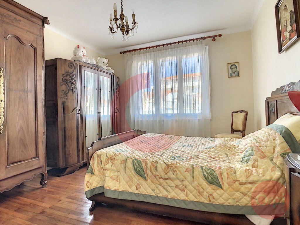 Maison à vendre 3 109m2 à Challans vignette-4