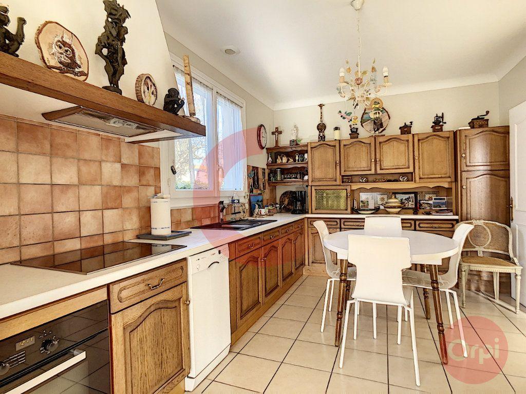 Maison à vendre 3 109m2 à Challans vignette-6