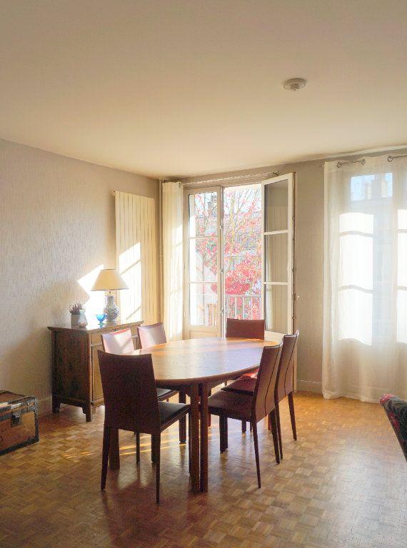 Appartement à vendre 5 104m2 à Versailles vignette-3