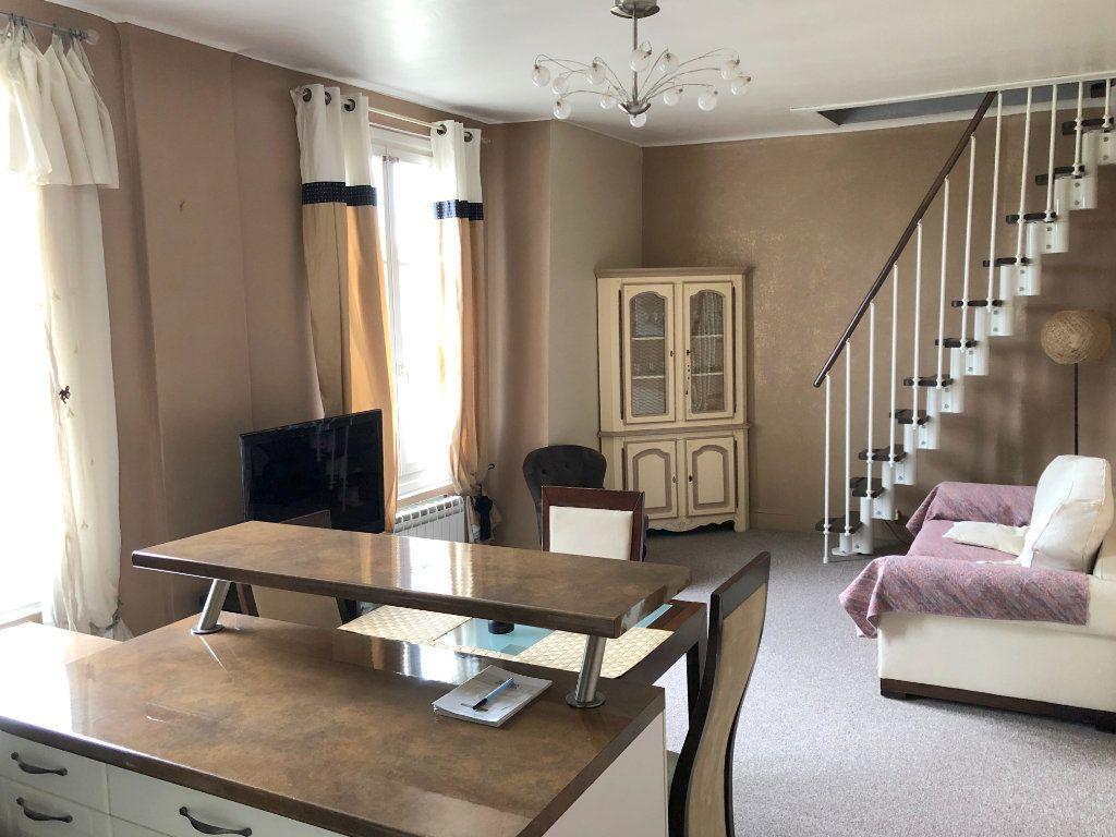 Appartement à louer 3 49m2 à Versailles vignette-2