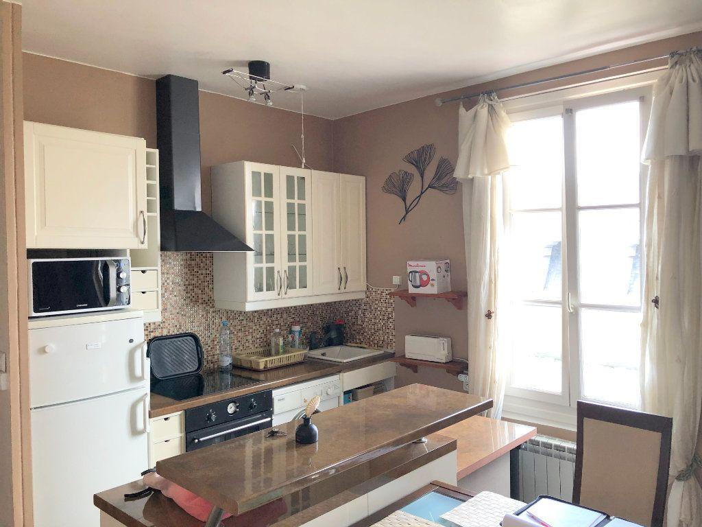 Appartement à louer 3 49m2 à Versailles vignette-3