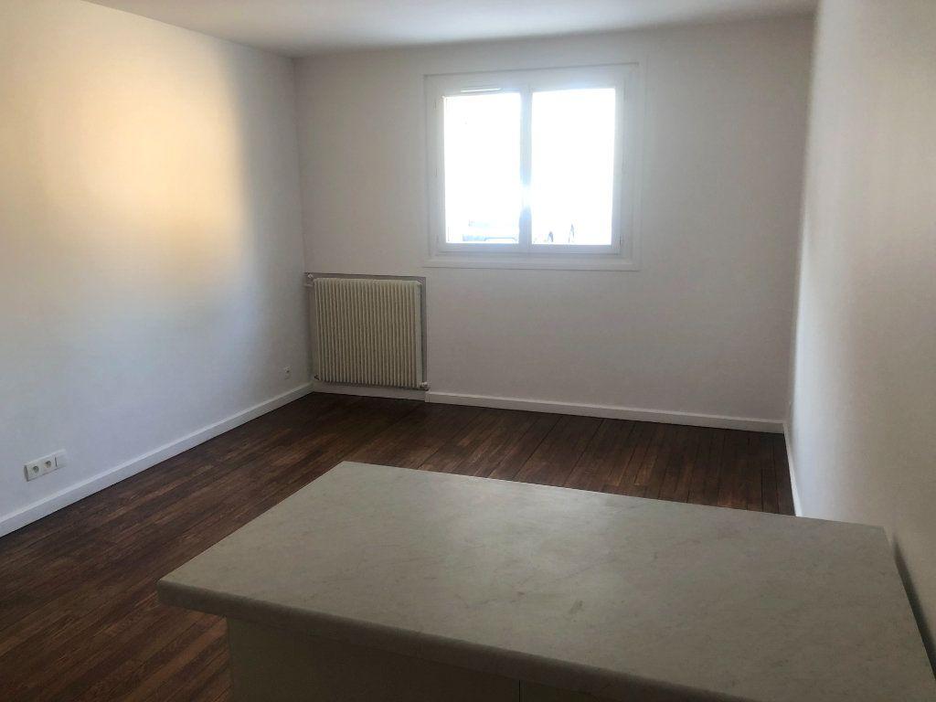 Appartement à louer 1 26.8m2 à Le Chesnay vignette-3